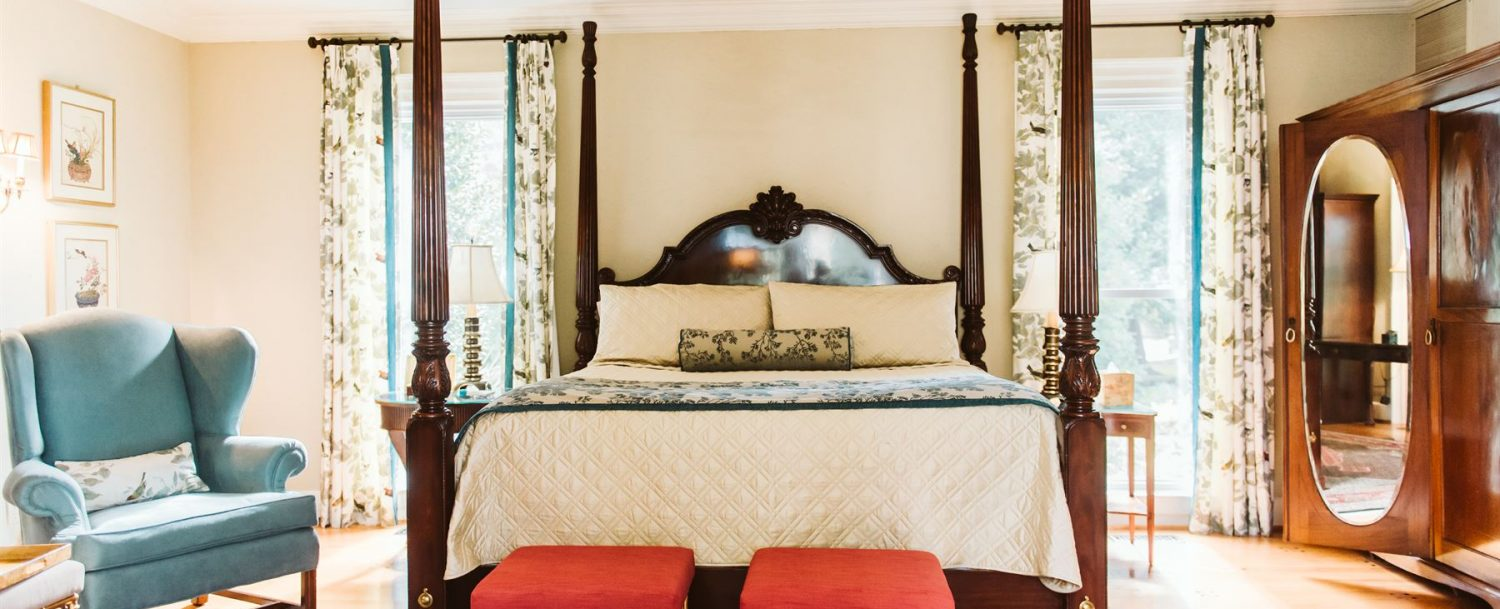 Brittain Room Bed with Stools