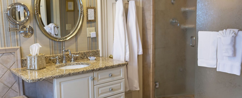 Lipscomb Room Bathroom